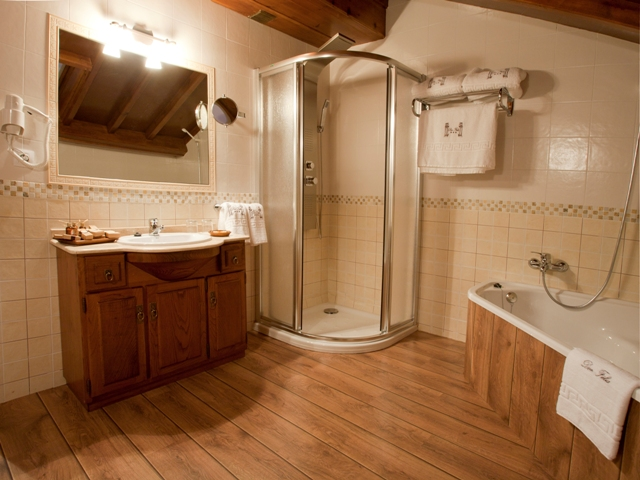 Baño habitación doble dos camas